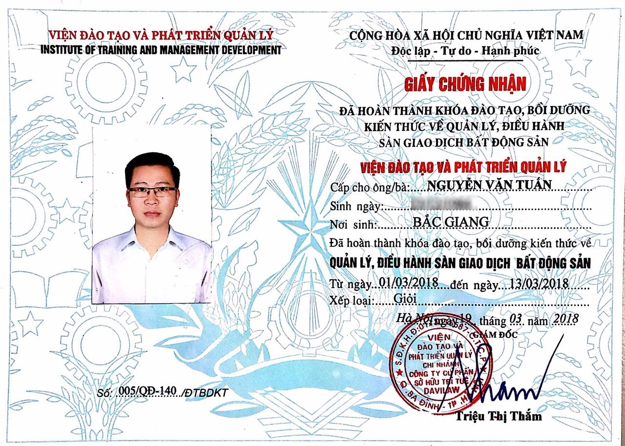 Giấy chứng nhận đã hoàn thành khóa đào tạo, bồi dưỡng kiến thức về quản lý, điều hành sàn giao dịch bất động sản ông Nguyễn Văn Tuấn